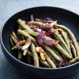 Roasted Green Beans with Onions and Walnuts