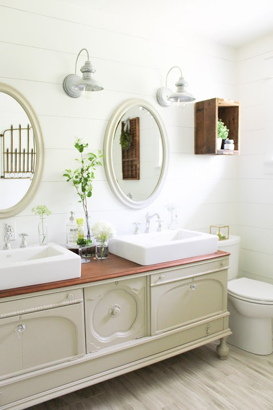 Farmhouse-Style-Bathroom-High-Res-21