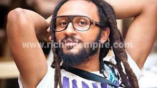 Leaked Photo : Wanluv De Kubolo goes n@ked on the street
