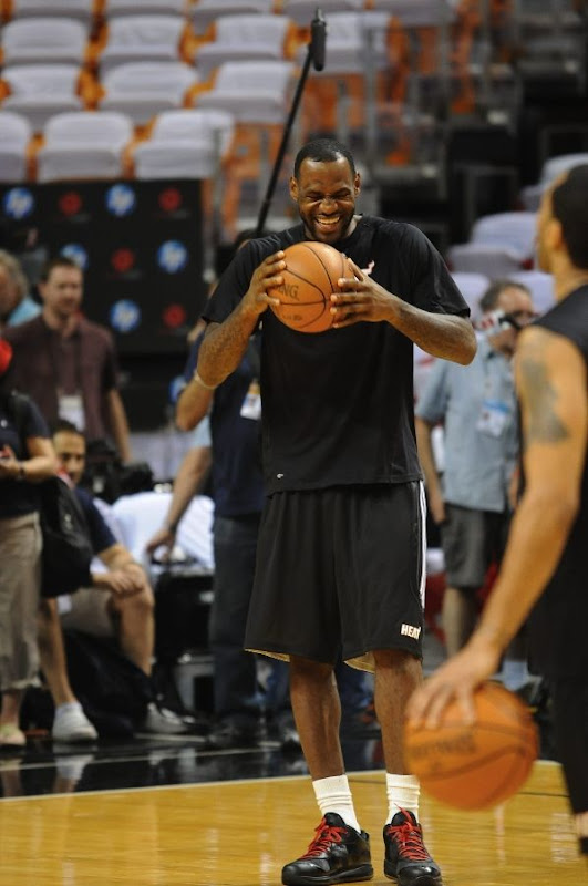 King8217s Feet LeBron Debuts Nike LeBron 8 V2 Low 8220Triple Black8221