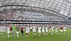 A magyar labdarúgó-válogatott tagjai ünnepelnek, miután 1-1-es döntetlent játszottak a franciaországi labdarúgó Európa-bajnokság F csoportja második fordulójában játszott Izland - Magyarország mérkőzésen, Marseille, 2016. június 18. (MTI Fotó: Illyés Tibor)