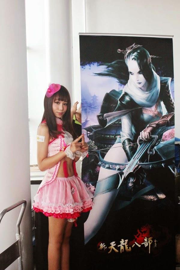Ngắm showgirl tại gian hàng Tân Thiên Long Bát Bộ 5
