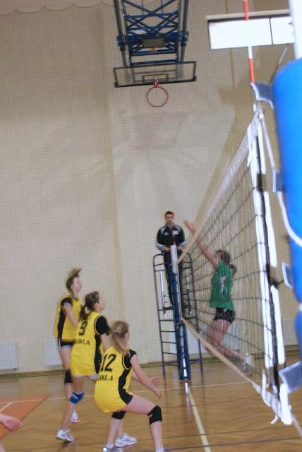 Zawody siatkarskie dziewczat 1 marca 2011 - DSC09316_1.JPG