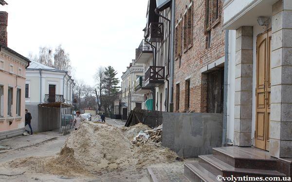 Будинок депутата міської ради О.Голєвої і перегороджений нею проїзд