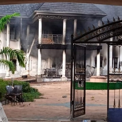 IPOB's ESN members accused of burning man's mansion and fleet of cars over claims he planted cameras to monitor them, biafran war history, SD News Blog, 2021 Biafra day in Nigeria,