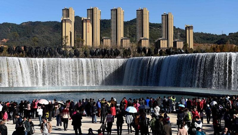 china-artificial-waterfall-kunming-4