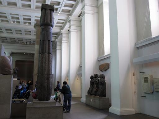 Особенно трогает, что даже детей-инвалидов привозят в музей
