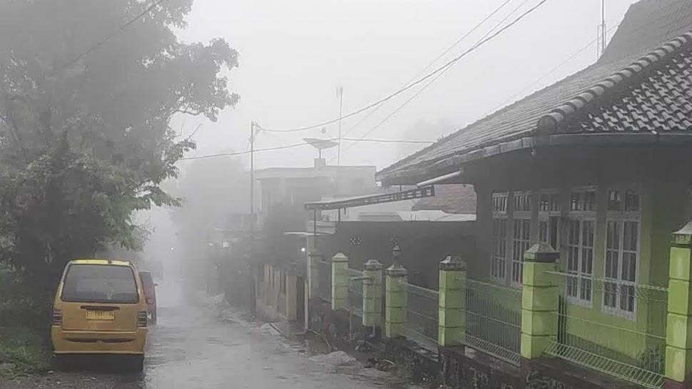 Kabut Sore Sehabis Hujan