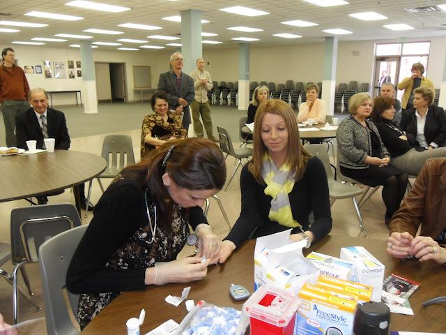 Spotkanie medyczne z Dr. Elizabeth Mikrut przy kawie i pączkach. Zdjęcia B. Kołodyński - SDC13577.JPG