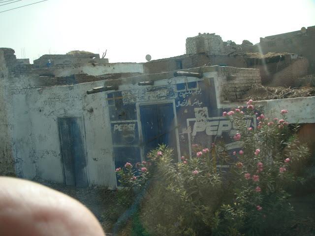 فى مصر الرجل تدب مكان ماتحب ( خاص من أمواج ) 100607-073814-s