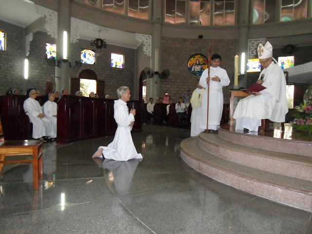 Hình ảnh Đức Ông Giuse Maria Nguyễn Thế Thoại tuyên khấn lần đầu trong Đan Viện Xitô
