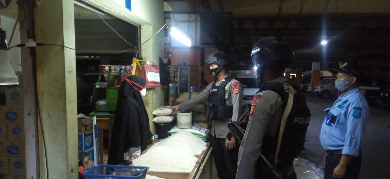 Tim Patroli Sat  Brimob Polda Jabar Cek Ketahanan Pangan Dengan Sambangi Pasar Cipanas Kab. Cianjur