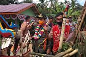 Bupati Sekadau Rupinus Hadiri Adat Niri Balai dan Peresmian Balai Betomu Dusun Ladak