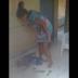 Imagens fortes: Mulher é filmada espancando criança em casa