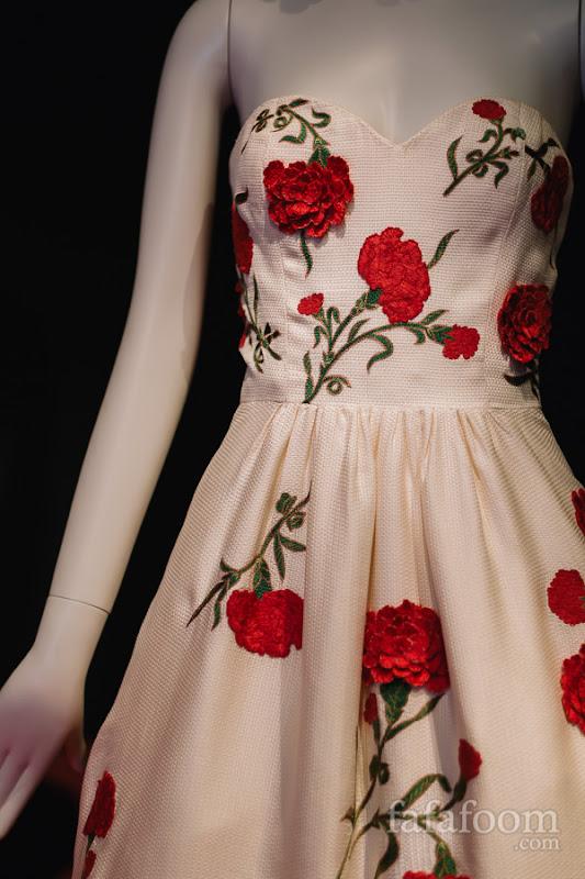 Details of Oscar de la Renta, Evening dress, Resort 2012.