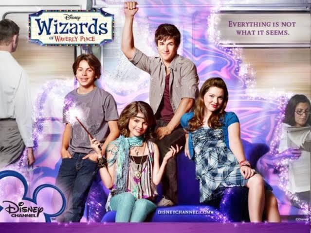 Os Feiticeiros de Waverly Place disponível no Disney+