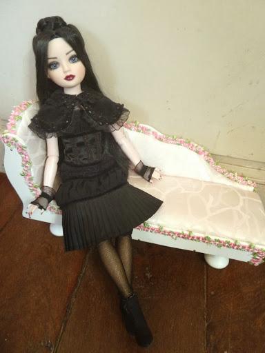 THEME DU MOIS DE NOVEMBRE 2013 : Ellowyne et sa petite robe noire Vente%2520Ellowynes-08