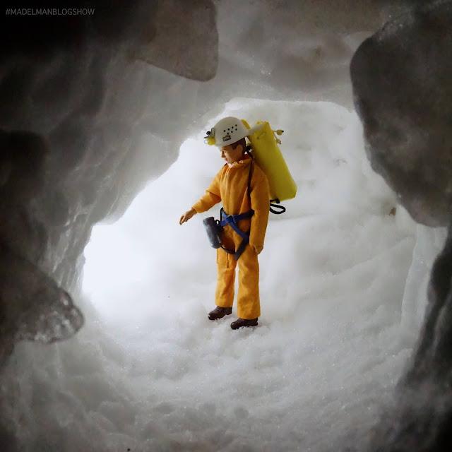 Madelman espeleólogo, en la entrada de la cueva glaciar #filomena