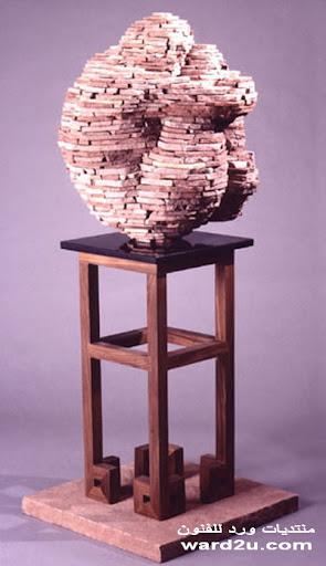 تماثيل مفتته ويجمعها قيود للفنان Bruce Gueswel
