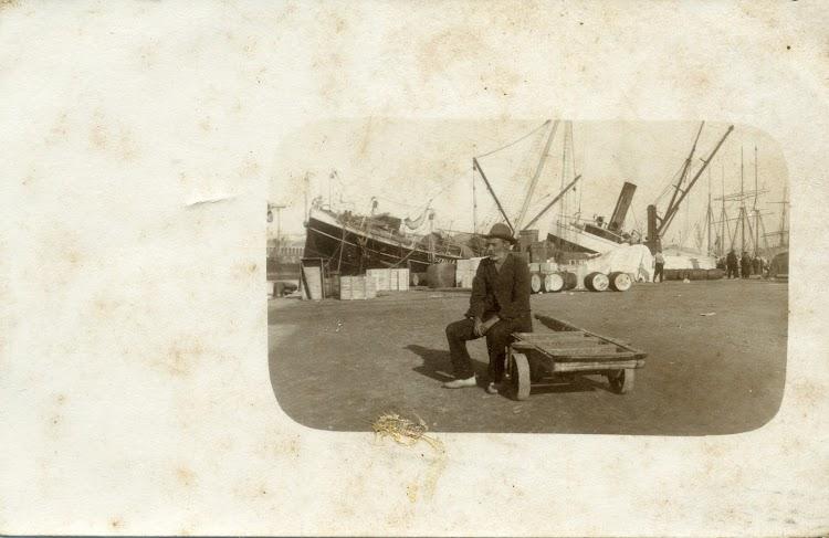 El vapor SEVILLA en Barcelona. Ca. 1900. Postal.tif