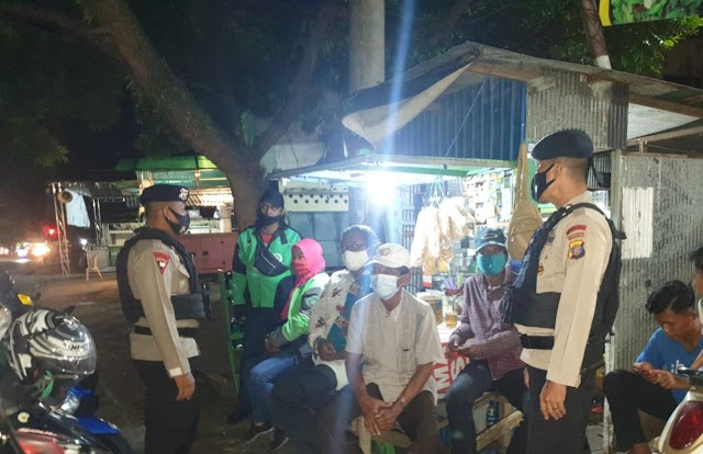 Jalin Keakraban Dengan Warga, Patroli Brimob Kaltim Sambangi Warung Angkringan