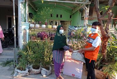 Tingkatkan Kreatifitas Warga di Tengah Pandemi, Rumah Zakat berikan Bibit Jahe dan Media Tanam