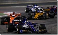 La Sauber di Ericsson precede la McLaren di Alonso nel gran premio del Bahrain 2017