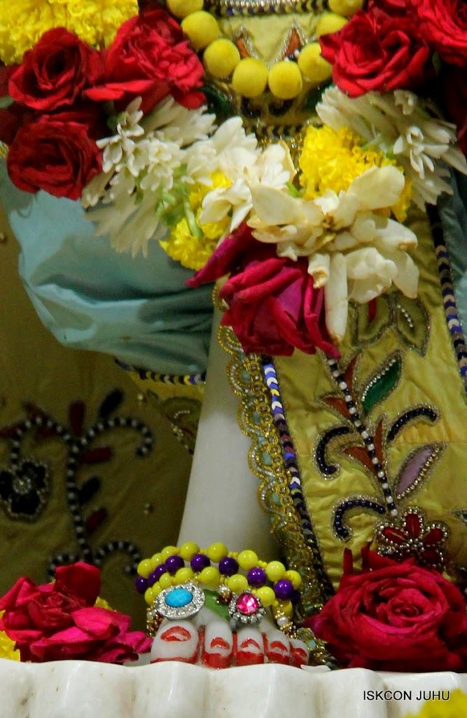 ISKCON Juhu Sringar Deity Darshan on 3rd Aug 2016 (43)