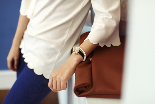 Vòng tay đi cùng với đồng hồ là 1 cách kết hợp phụ kiện đẹp