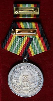 150h Medaille für treue Dienste in der Nationale Volksarmee für 10 Dienstjahre Punze 900 - 10 www.ddrmedailles.nl