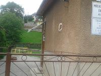 Magyar tannyelvű óvoda és alapiskola is van a faluban.jpg