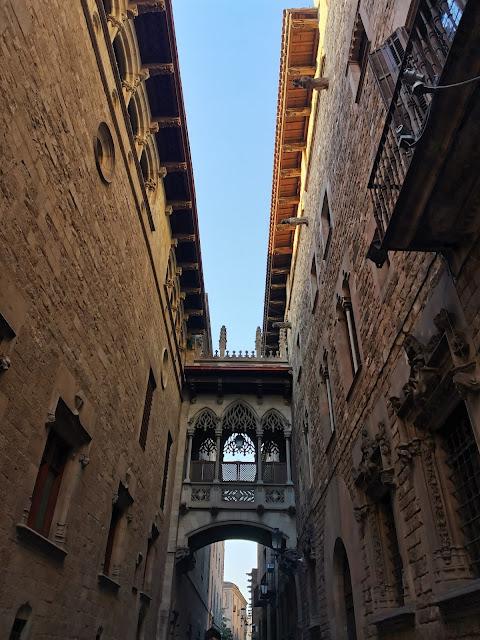 Pont del Bisbe built in 1928, Gothic Quarter