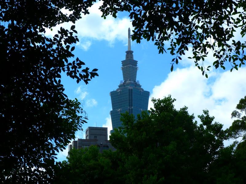 Taipei. Si Shou shan, en plein coeur de Taipei. Accès par un chemin bien plus sauvage. - P1240816.JPG