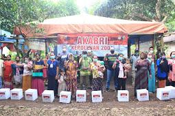 Alumni Akpol 2001 Batalion Sarja Arya Racana Bantu Sembako ke Warga