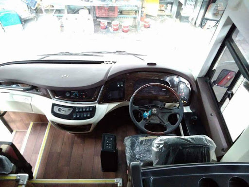 Penampakan Bus Pariwisata Manhattan Terbaru SR2 XHD Prime Karoseri Laksana Dengan Chassis SKSBus ASC-SF