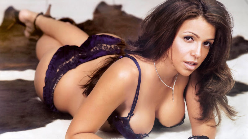 Vida guerra bikini mix 2010 Part 6