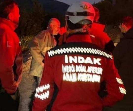 Missing drunk man lost in woods ends up joining search party to look for himself