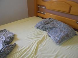 cama vazia de praia