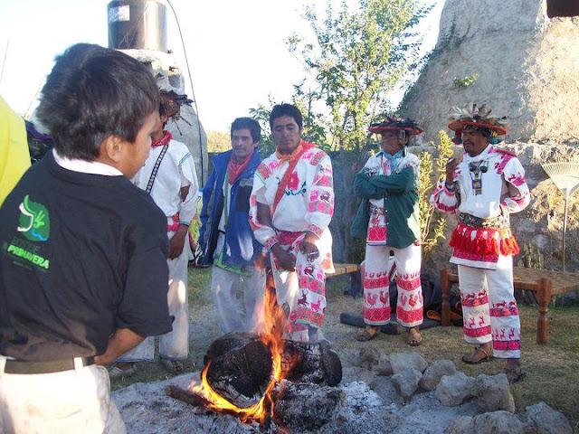Ceremonia de Xicuri Neira con los hermanos Wixarikas (huicholes) - 29333_112393662129007_100000751222696_76196_475386_n%255B1%255D.jpg