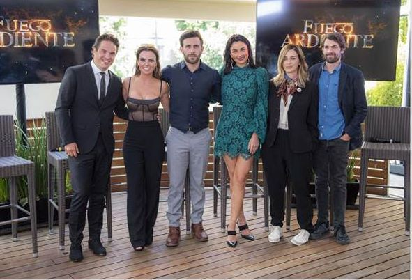 """Presentaron a los actores principales de la telenovela """"Fuego Ardiente"""""""