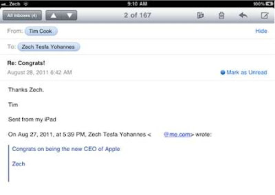 Tim Cook, como Steve Jobs, también responde a los correos