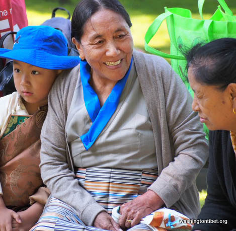 H.H. the 14th Dalai Lamas 77th Birthday Celebration at Carkeek Park - 05-ccP7070065%2BHHDL%2BPicnic72.jpg