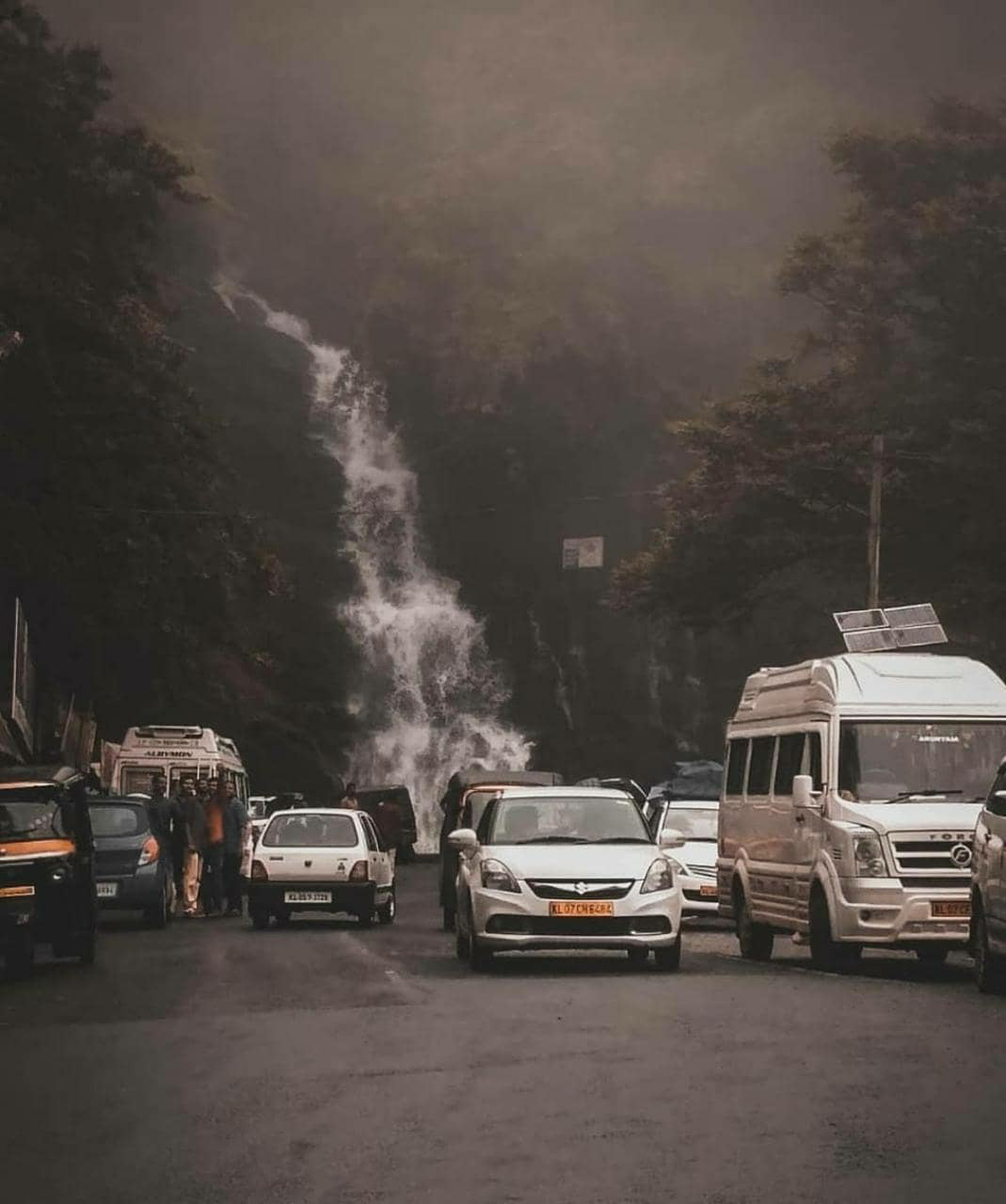 valanjanganam waterfalls