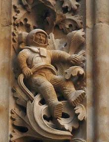 Космонавты в скафандрах в городе Саламарка (Испания)1.jpg