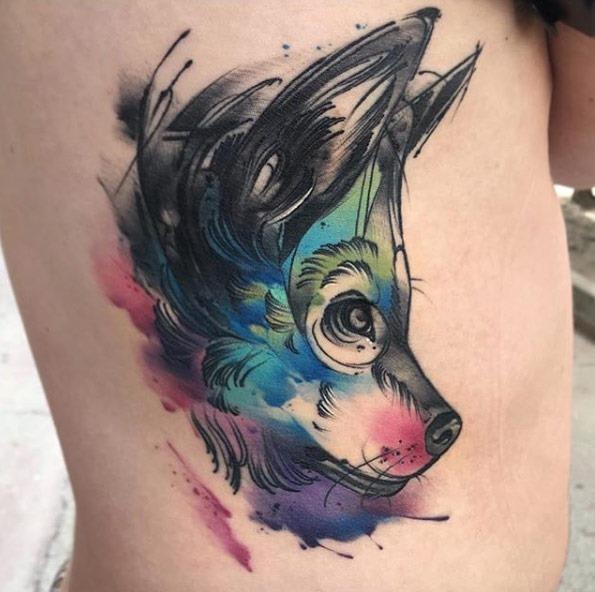 Este fantástico aquarela lobo tatuagem