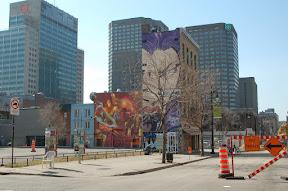 Downtown - в Монреале даунтаун совсем невысокий, но какие графити! На всю стену!