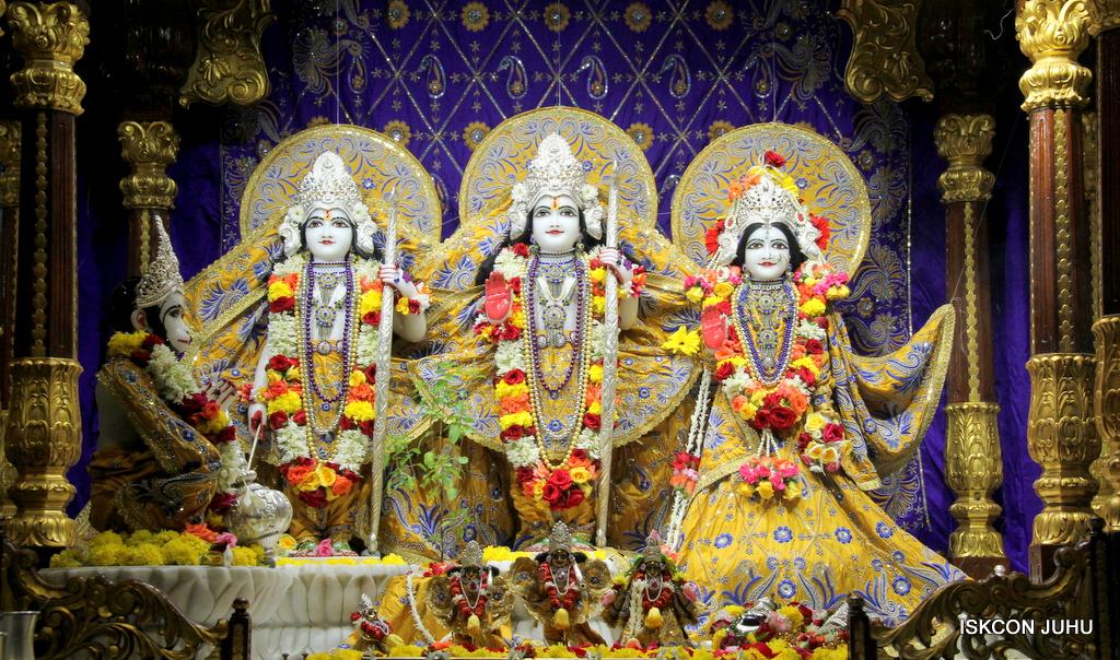 ISKCON Juhu Sringar Deity Darshan on 7th Sep 2016 (86)