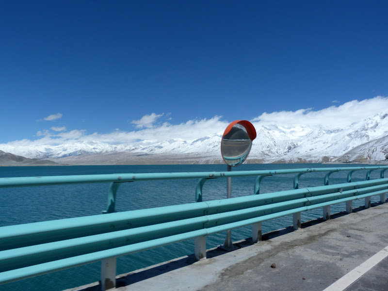 XINJIANG. Karakoram Highway, lune des plus haute route au monde, en passant a 4400 m - P1280491.JPG