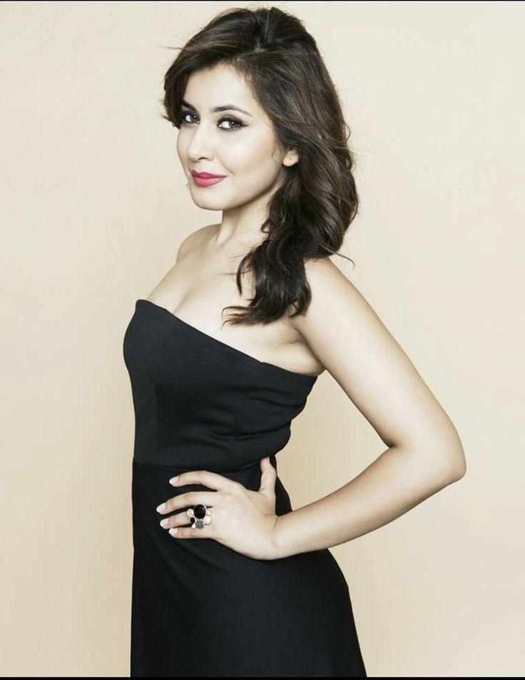 Rashi Khanna Sexy & Hot Photos