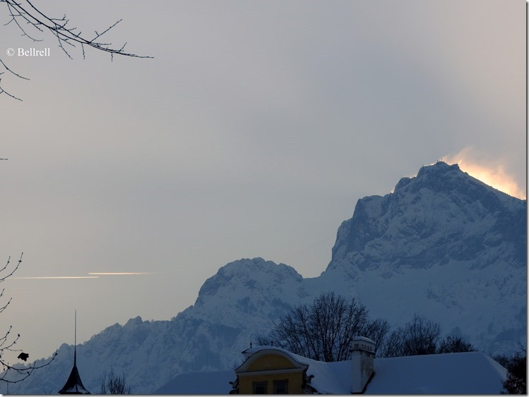 Untersberg Schloß und zwei Flugzeuge
